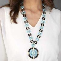 oriente-indossato-azzurro