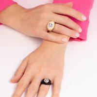 anello-arcobaleno-indossato