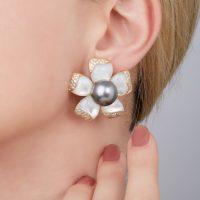 orecchini-petali indossati